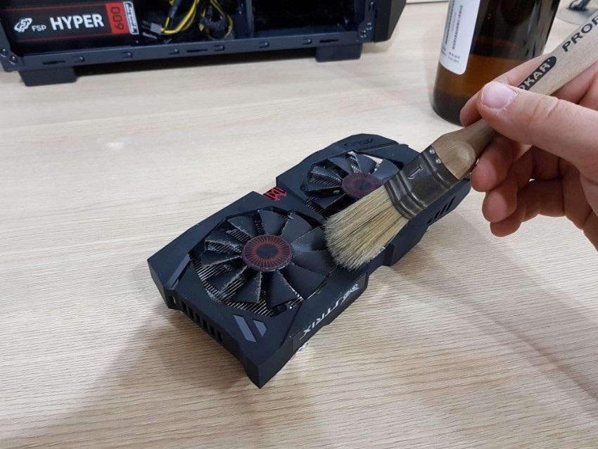 Očistenie GPU štetcom