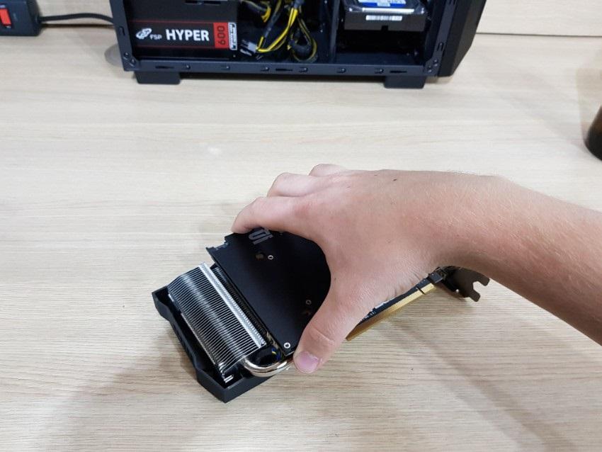 Demontáž chladiča GPU