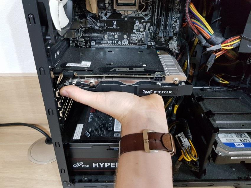Vybratie GPU z PC skrinky