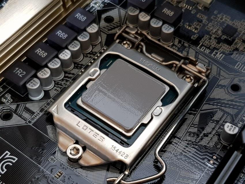 Nanesenie pasty na CPU