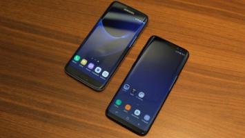 Vľavo Samsung Galaxy S7 Edge, vpravo Galaxy S8