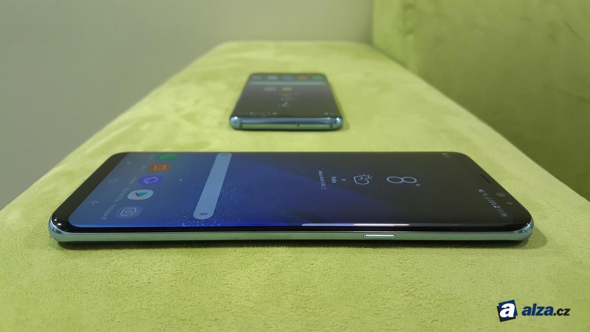 Samsung Galaxy S8 a S8+, boky telefónu