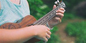 https://cdn.alza.sk/Foto/ImgGalery/Image/Article/jak-naladit-ukulele.jpg