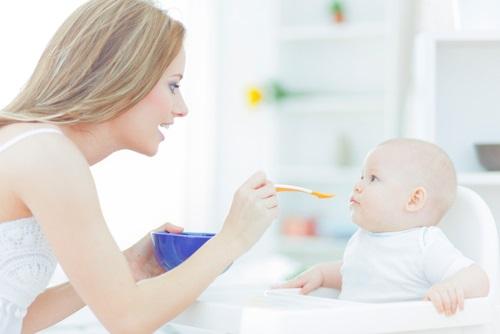Kedy a ako začať s príkrmami u bábätiek?
