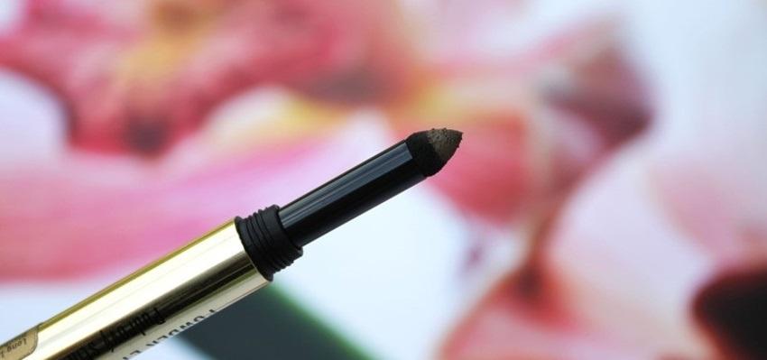 Pudrový odtieň v ceruzke