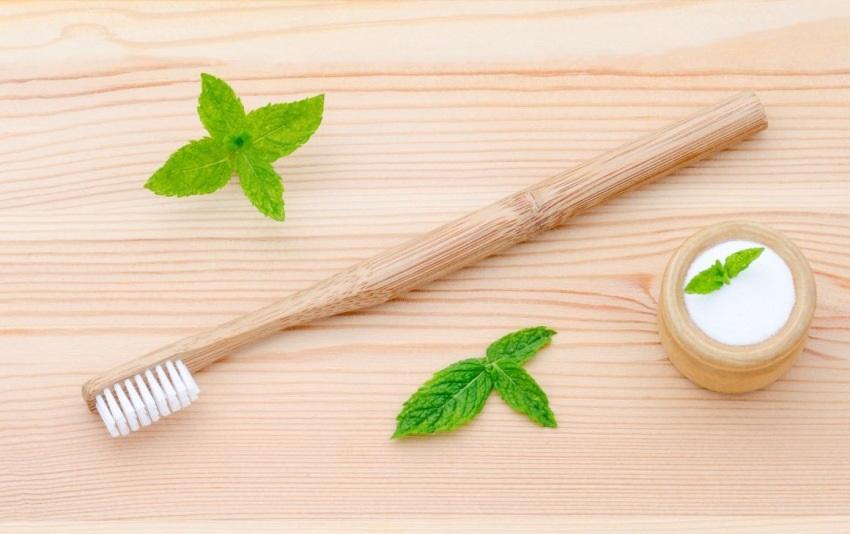 Prírodné čistenie zubov