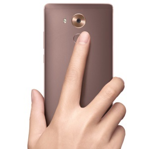 Mobil s odtlačkom prsta – čítačka odtlačkov prstov vzadu