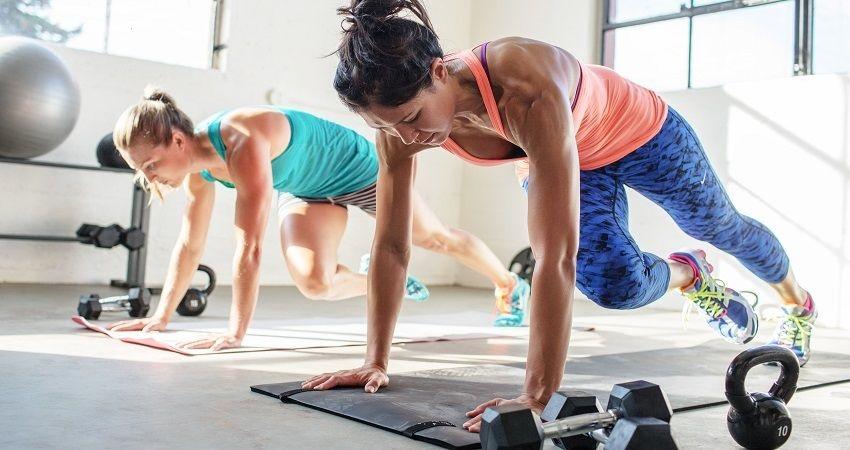 Fitness; kardio cvičenie; činky