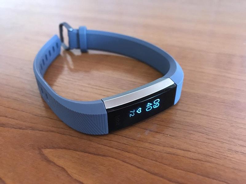 Fitbit Alta HR, dizajn, OLED displej