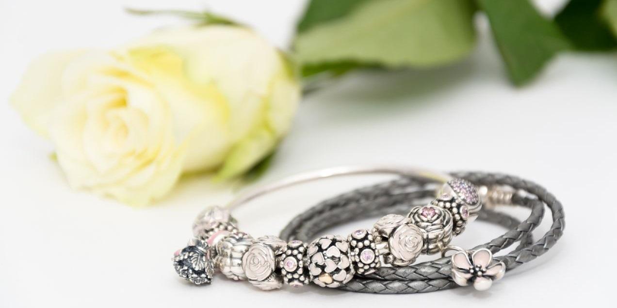 náramok PandoraPredávame aj šperky Pandora Pandora je jednou z  najznámejších a najobľúbenejších klenotníckych značiek na svete 26f8225f34b