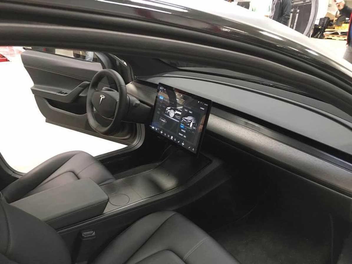 TESLA Model 3 – základný dojazd - Elektromobil  e48502bf460