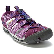 KEEN CLEARWATER CNX W grape wine/grape kiss - Sandále