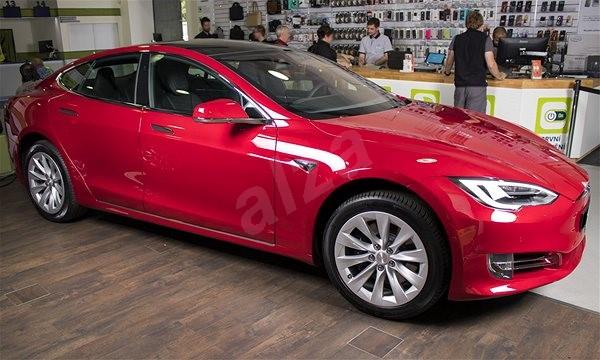 TESLA Model S 75D červená - Elektromobil  4886aed8364